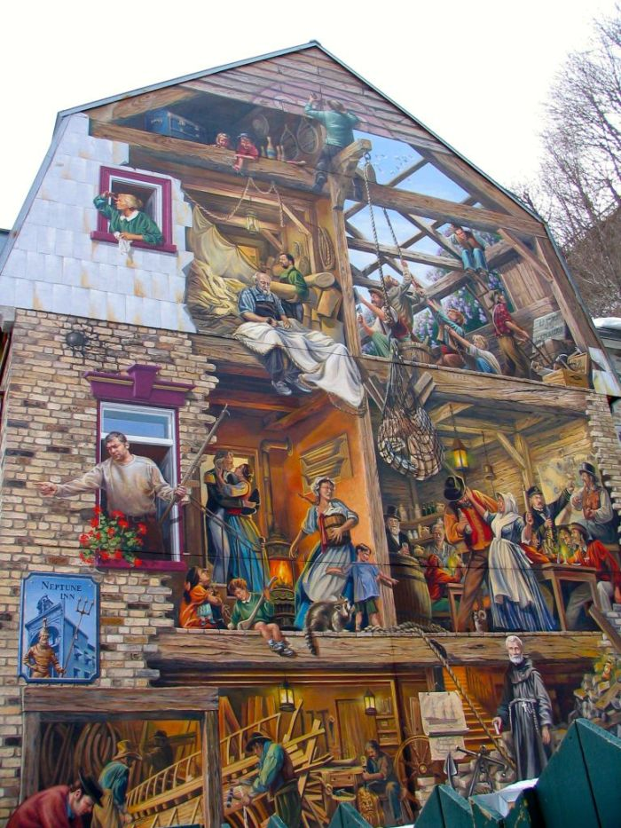 A marvellous mural bringing history to life on Rue du Petit-Champlain