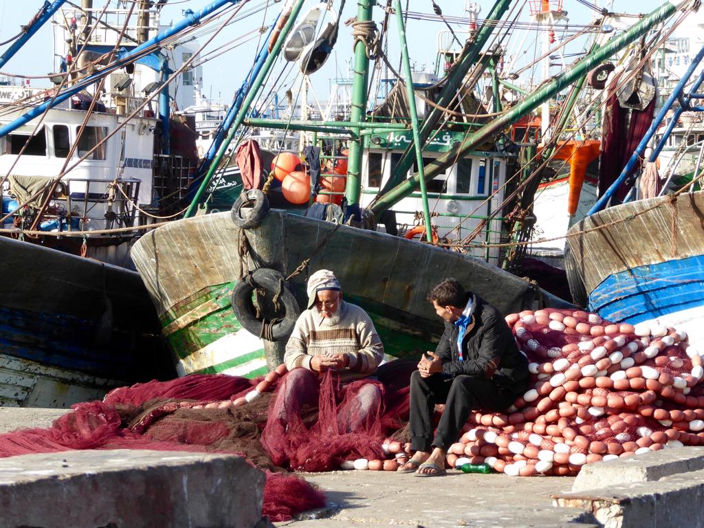 Repairing a fishing net, Port of Casablanca